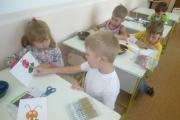 Сегодня 16 06 17  в  нашей группе №5 « Жемчужинки» ребята изготовили забавных гусениц